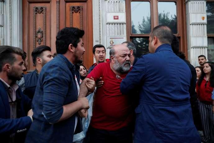 Photo of A Istanbul, la déroute d'un pouvoir turc « à court de munitions »